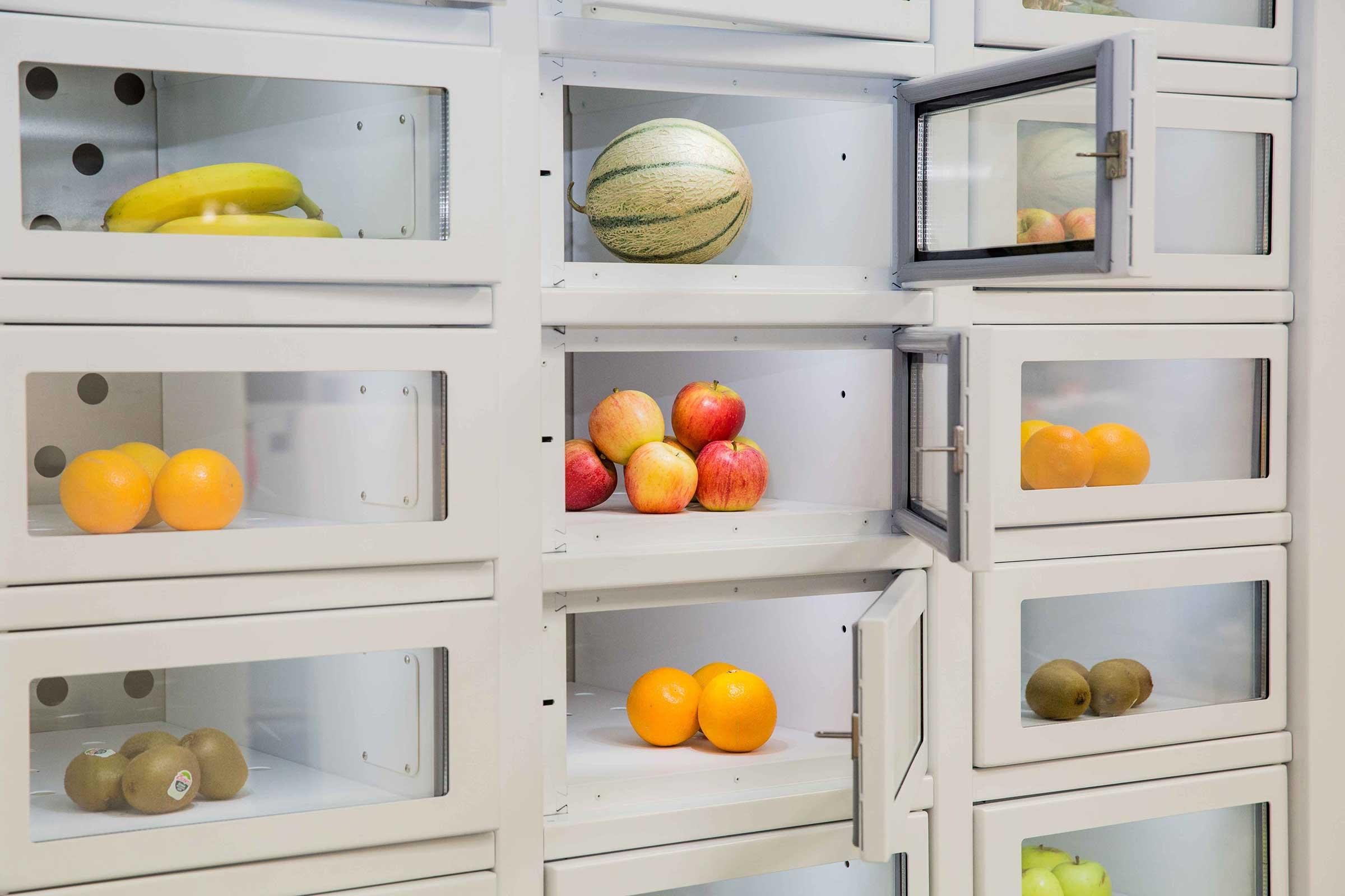 Fruit in a vending machine Le Casier Français