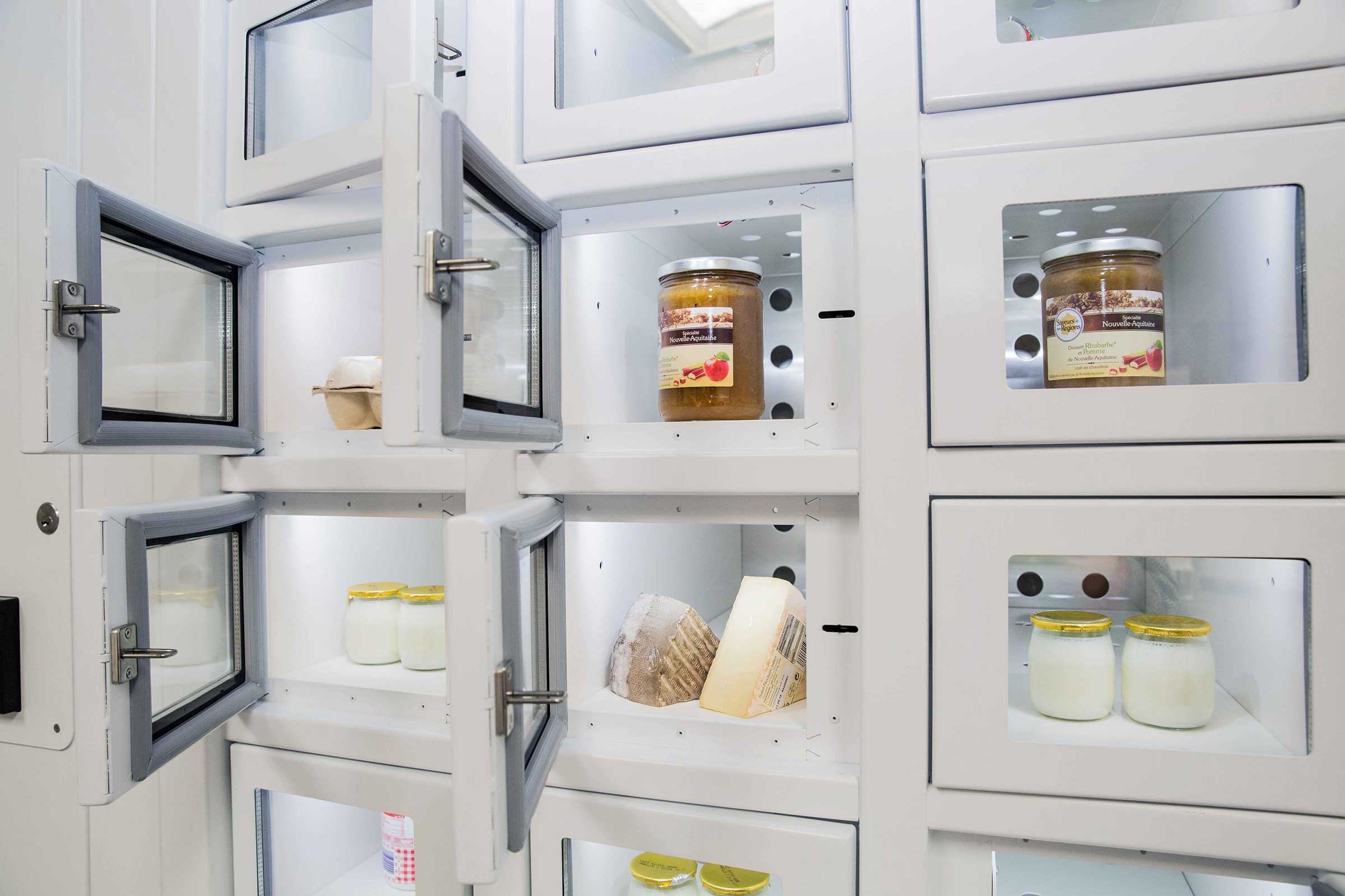 Dairy products in a French locker, the automatic distributor of independent producers